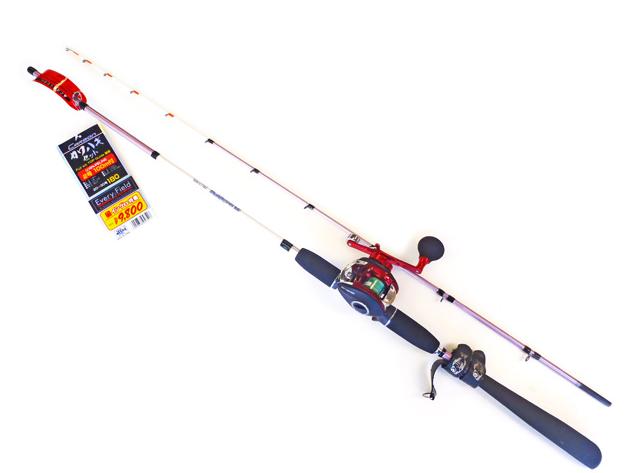 船カワハギをはじめるならこのセット!!竿とリール糸がセットであとはエサと仕掛けがあれば準備OK!!竿は魚のアタリが分かりやすくしっかり合わせることができるカワハギ専用の先調子設計です。リールのハンドルにはEVAパワーハンドルノブを採用し巻き心地抜群!!糸はゴーセン製PEラインを採用し、魚のアタリが敏感に伝わり強度アップ。竿の収納・持ち運びに必要なロッドベルト+尻手ベルトが付属でセットされています。