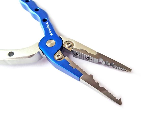 ノーズ部は高耐久のステンレス製(スプリットリングオープナー) ラインカッター部は切れ味のよいタングステン刃仕様