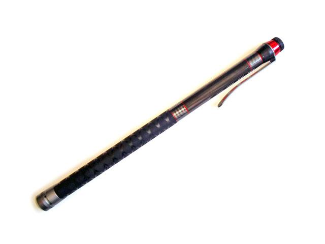 タモホルダーが標準装備された小継玉の柄。堤防からのソルトルアー、黒鯛のヘチ・落とし込みなどにオススメです。仕舞寸法は62cmのコンパクトタイプ。
